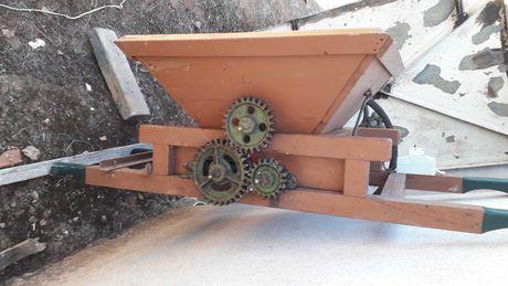 Esmagador de uvas com motor elétrico