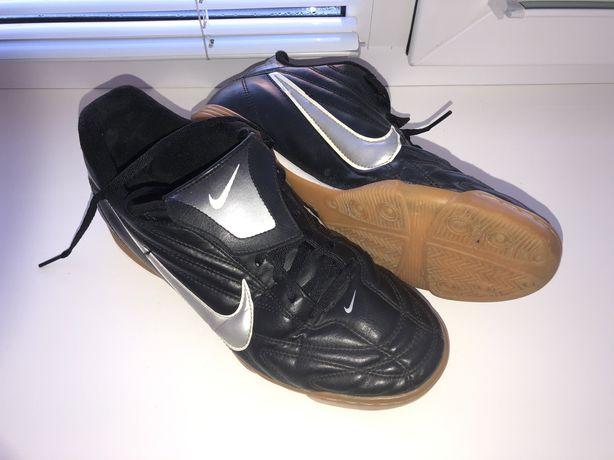 Футзальні кросівки Nike 42р.