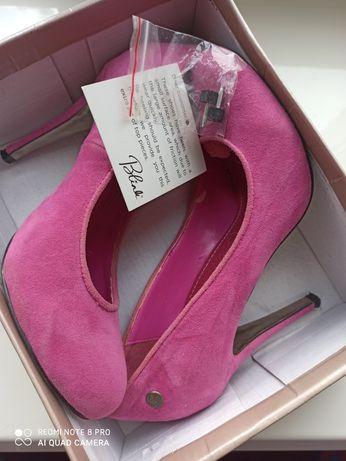 Туфли розовые замшевые