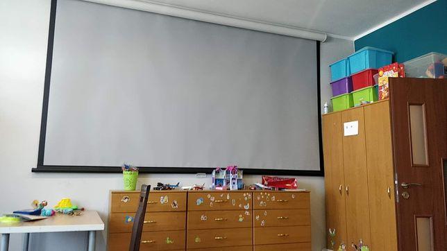 """Ekran projekcyjny ścienny sufitowy 133"""" 16:9   do projektora"""