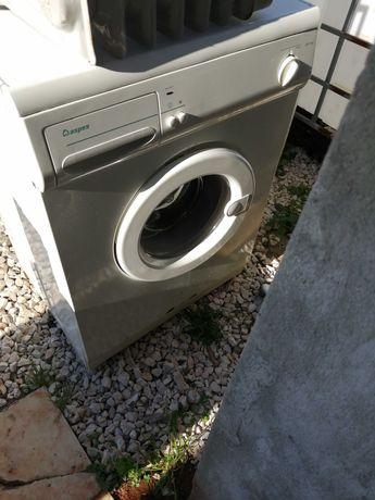Máquinas de lavar roupa e frigorifico