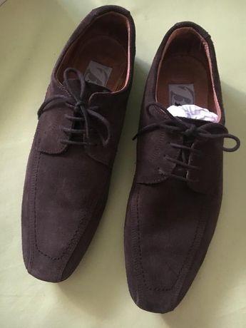 Замшевые шоколадные туфли от bata, размер 40