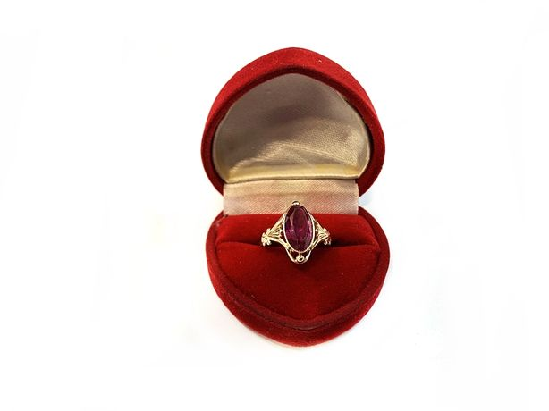 Złoty pierścionek z czerwonym kamieniem 585 3,61g