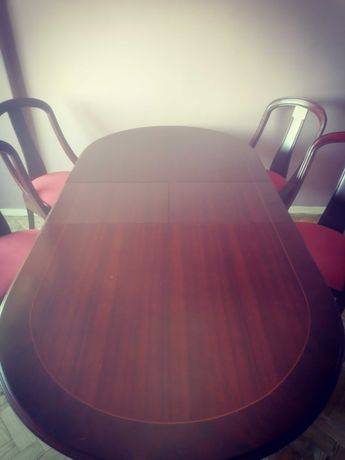 Mesa de Sala com 4 cadeiras estillo clássico