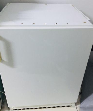 Холодильник AEG.