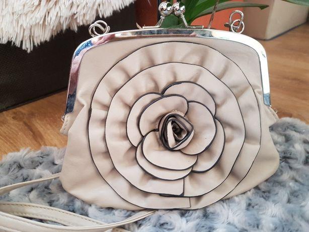 Mała torebka kwiatek nowa piękność