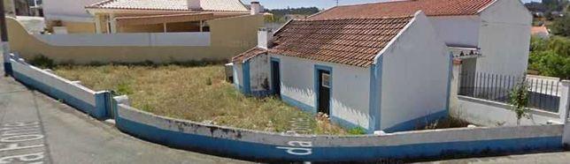 Terreno com casa a recuperar na Venda do Pinheiro