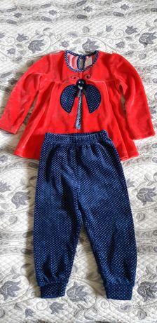 Нарядный бархатный костюмчик  на девочку, штаны и кофточка