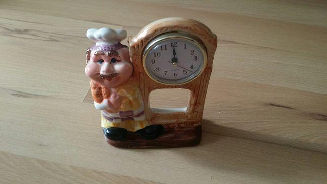Figurka z zegarkiem oraz figurka kuchenna