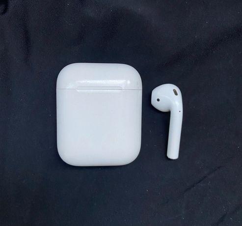 Apple AirPods 1 (левый наушник) + чехол