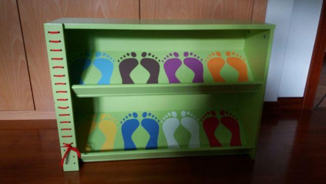 Sapateira para arrumação de sapatos de criança