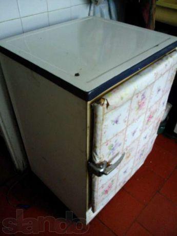 """На запчасти маленький старый холодильник """"САРАТОВ 2"""" 1960-е годы СССР"""