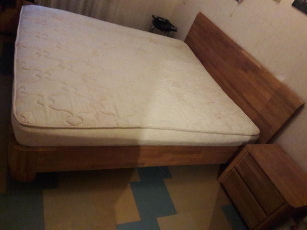 Продам кровать двуспальную с прикроватными тумбами