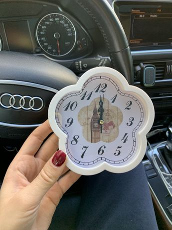 Часы в форме цветочка