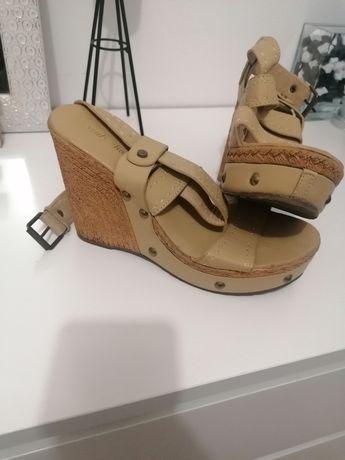 Sandálias (número 40)