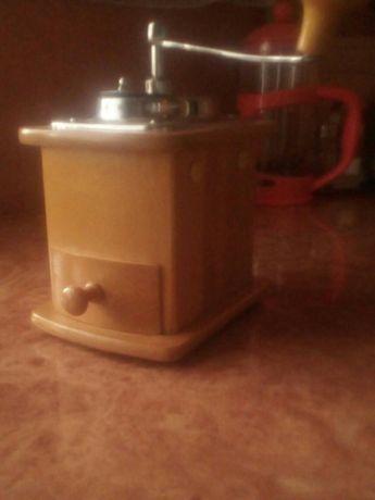 Кофемолка механическая, ручная.