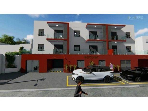 Apartamento T2 (81m2) com garagem na Lourinhã / Praias (N...
