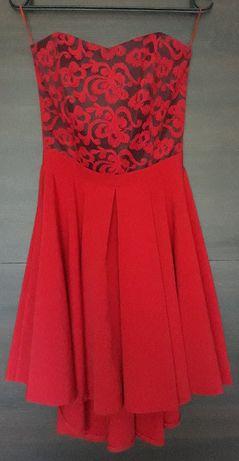 Sukienki krwista czerwień, czarna