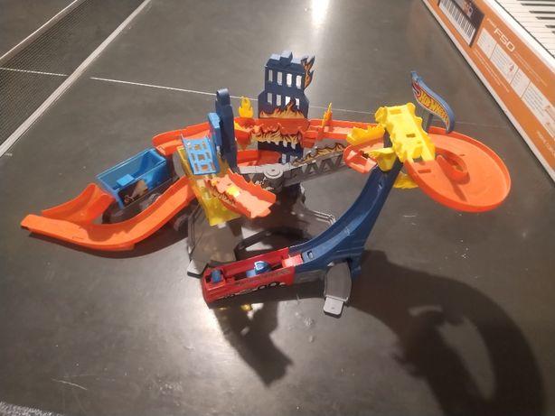 Płonący Wieżowiec - Hot Wheels BGK05