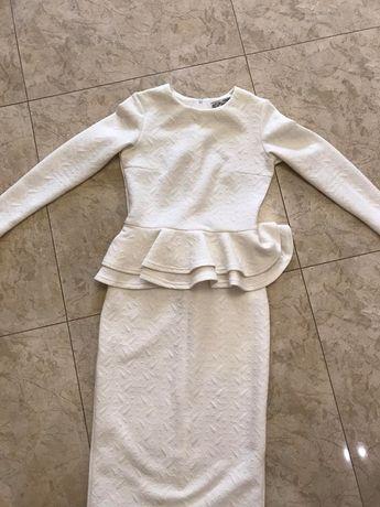 Белое платье с баской