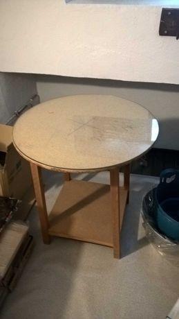Mesa tipo camilha com vidro.