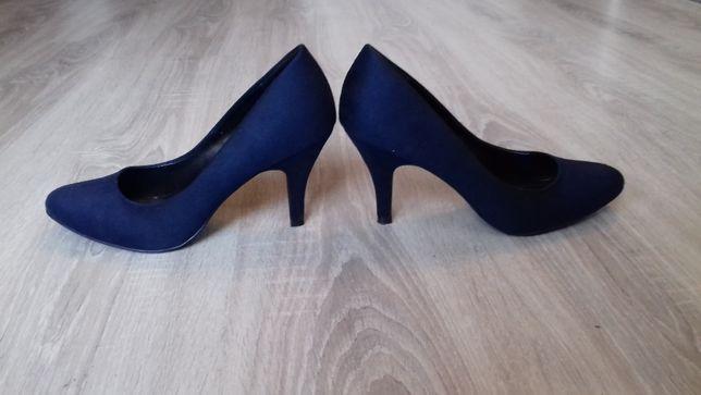 3 pary prawie nowych butów rozmiar 39