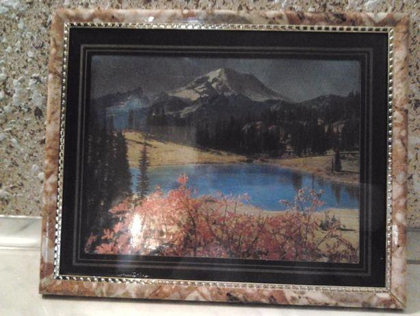 Картинки під стіклом