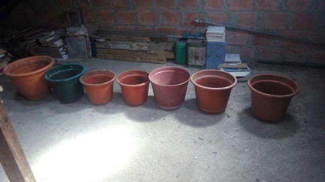 Lote de vasos grandes,pequenos, plástico,de barro e de parede