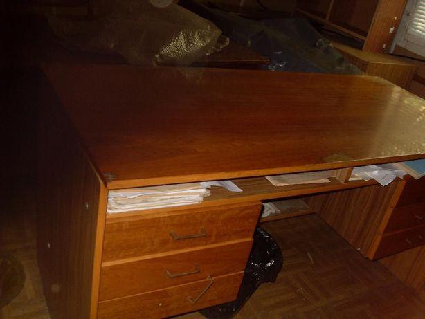Продаю письменные столы дёшево б/у