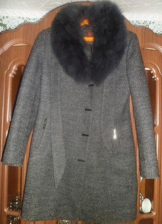 Продам новое женское зимнее пальто. Размер 44-46.Цена в рублях 4500.