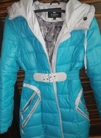 Женская зимняя куртка голубого цвета с капюшоном