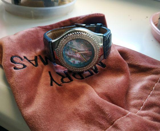 Шикарные часы technomarine  с бриллиантами