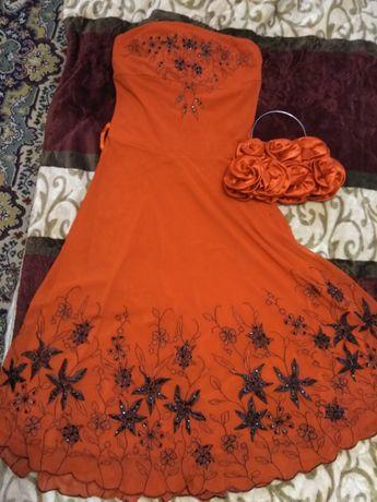 Нарядное платье с вышивкой+сумочка ,красного цвета