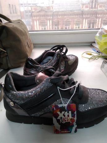 Новые кроссовки для девочки или девушке 36 размер стелька 23,5 см