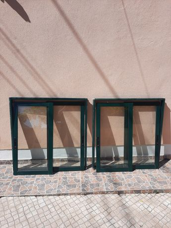 3 janelas de correr. Cor verde.