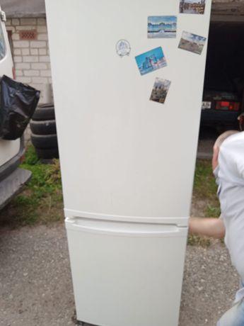 Холодильник Zanussi высота 1.86 метра в отличном состоянии