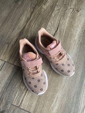 Продам кроссовки для девочки 29 размер