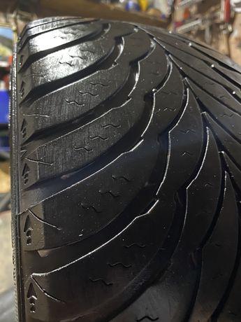 Goodyear Ultra Grip 225/60r16 одно колесо.И пара Bridgestone 265/65r17