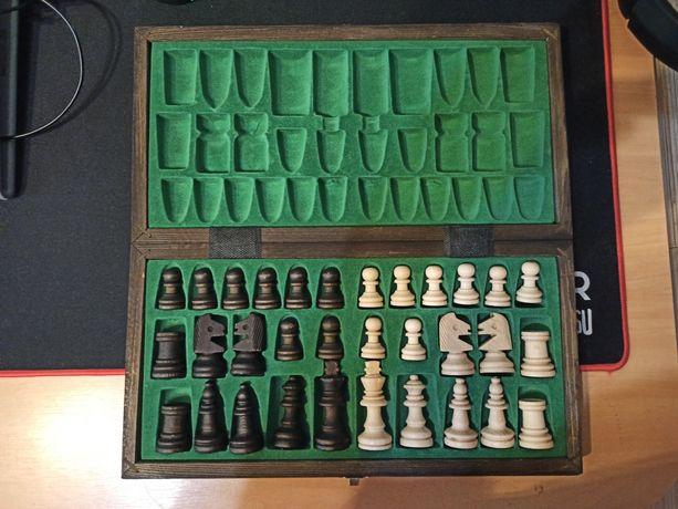 Piękne szachy drewniane nowe