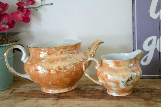 Oryginalny stary porcelanowy dzbanek i mlecznik