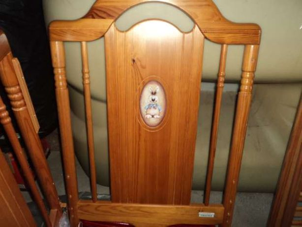 Cama para Bebé em madeira