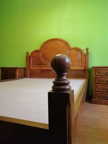 Mobília de quarto de casal.