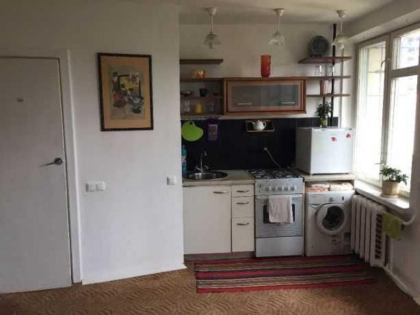 Сдаю 1 комнатную квартиру метро Контрактовая площадь и Лукьяновка.