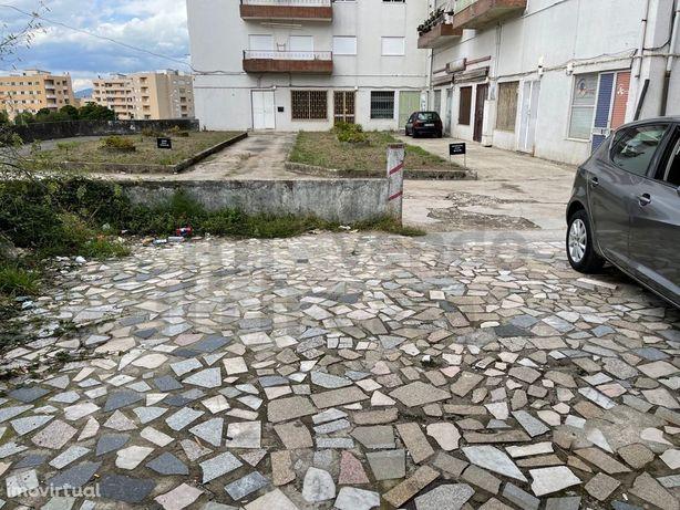 Vende-se Armazém- Braga - Real