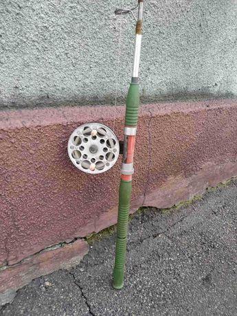 Железный спиннинг удочка 2м + катушка с леской в хорошем состоянии