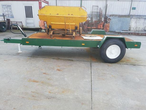 Reboque porta máquinas para trator agrícola