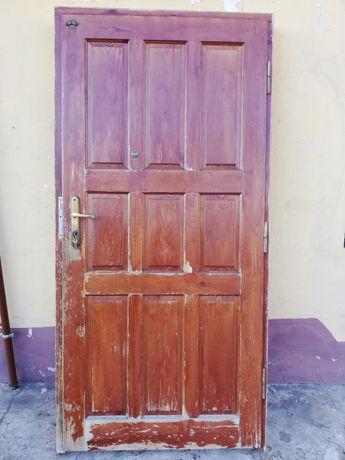 Drzwi drewniane sosnowe 90cm prawe z futryną