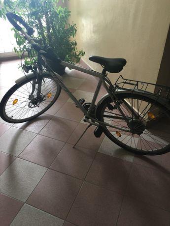 Rower używany, w dobrym stanie.