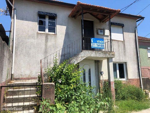 Moradia em Valongo-do-Vouga com duas entradas independentes