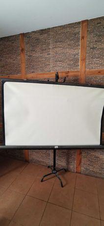 Ekran projekcyjny retro stylowy